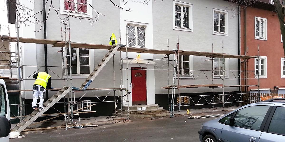 Demontering av byggnadsställning efter fasadrenovering