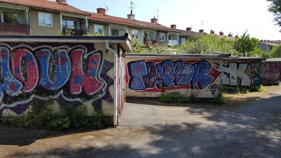 Nedklottrad fasadputs i Stockholm