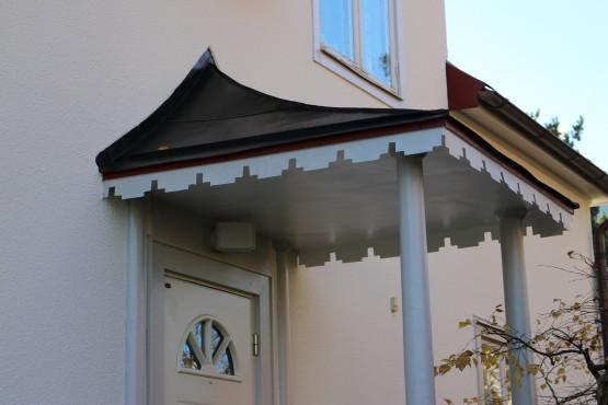 Fasadputs på villa i Bromma.Målning av entretak.
