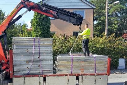 Fasadputs och avlastning av byggnadsställning.